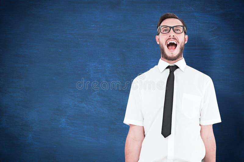 Imagem composta da gritaria nova geeky do homem de negócios alto imagens de stock