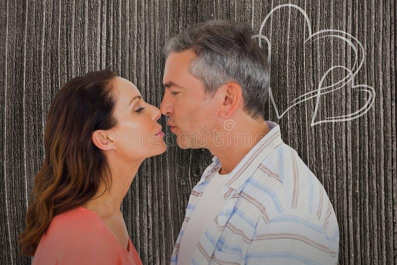 Imagem composta da ideia do perfil dos pares aproximadamente a beijar ilustração royalty free