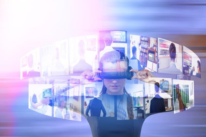 Imagem composta da jovem mulher que experimenta o simulador da realidade virtual ilustração stock