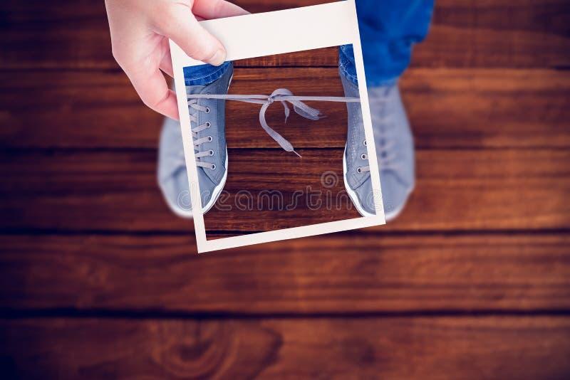Imagem composta da mão que guarda a imagem do polaroid fotos de stock