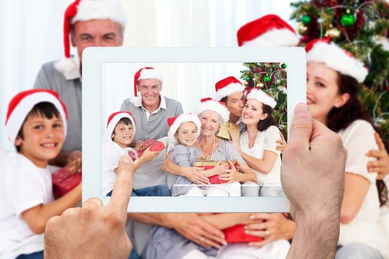 Imagem composta da mão que guarda o PC da tabuleta imagens de stock