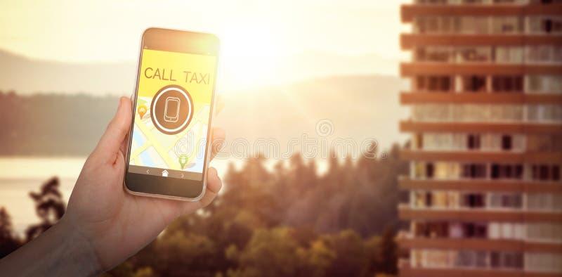 Imagem composta da mão que mantém o telefone celular contra o fundo branco imagens de stock
