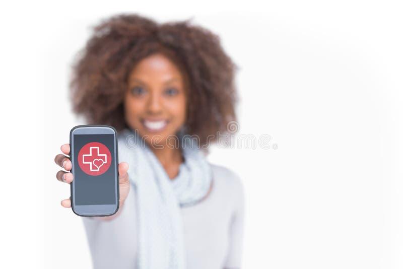 Imagem composta da mulher com o afro que mostra seu smartphone imagens de stock