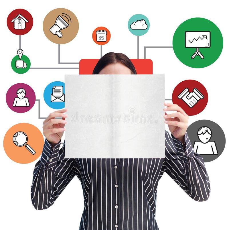 Imagem composta da mulher de sorriso que mostra um cartão de grande negócio na frente de sua cara imagem de stock royalty free