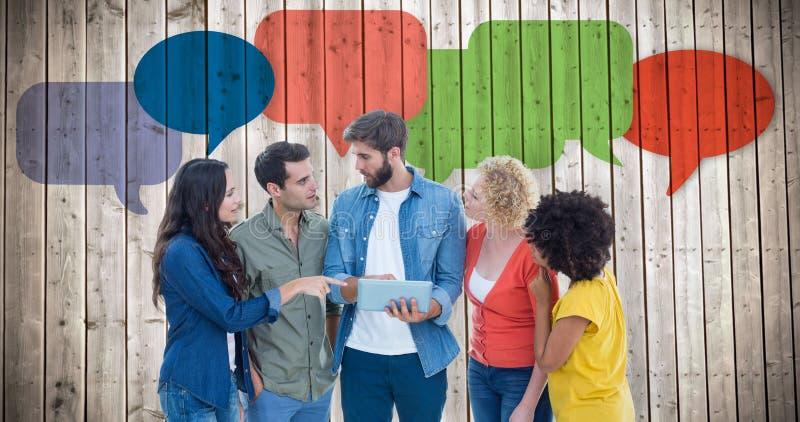 Imagem composta de colegas criativos com portátil e a tabuleta digital imagens de stock