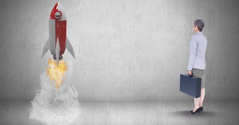 Imagem composta de Digitas da mulher de negócios que guarda a pasta e que olha o lançamento do foguete que está perto ilustração royalty free