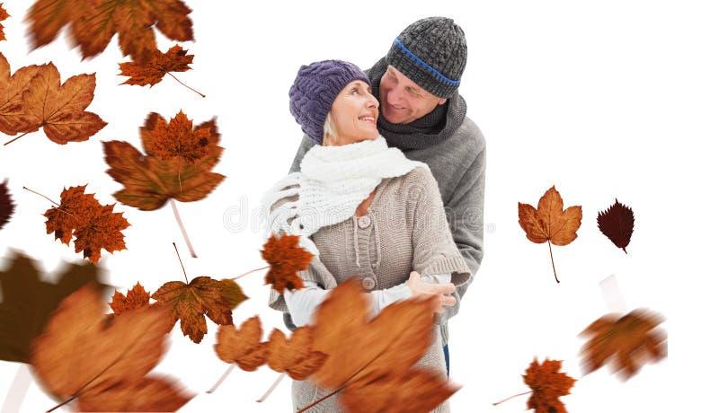 A imagem composta de pares maduros felizes no inverno veste o abraço ilustração do vetor