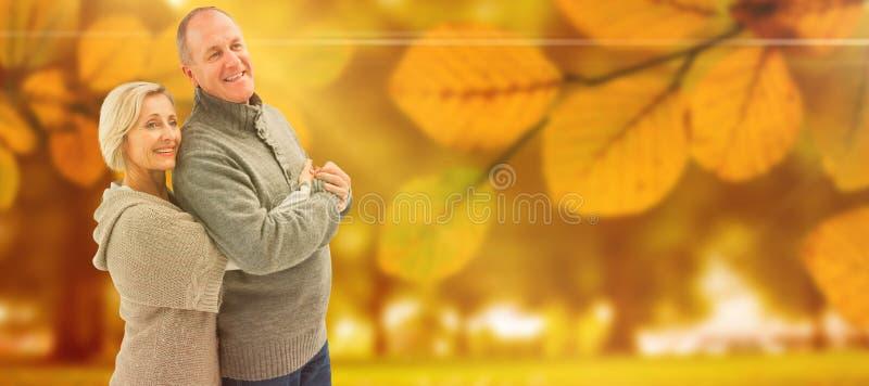 A imagem composta de pares maduros felizes no inverno veste-se foto de stock royalty free