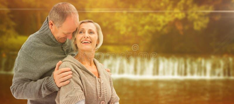 A imagem composta de pares maduros felizes no inverno veste-se imagem de stock royalty free
