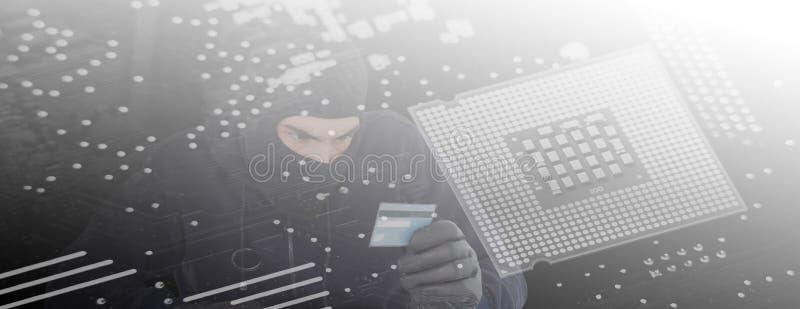 Imagem composta do assaltante focalizado que usa o computador e o cartão de crédito ilustração royalty free