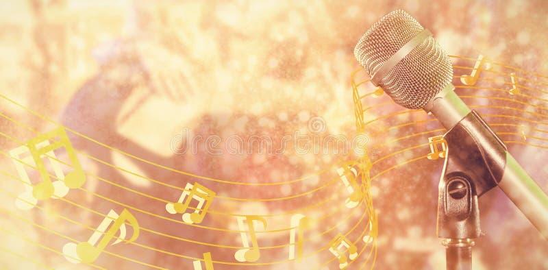 Imagem composta do close-up do microfone imagem de stock