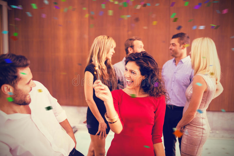 Imagem composta do grupo de dança nova alegre dos amigos imagens de stock