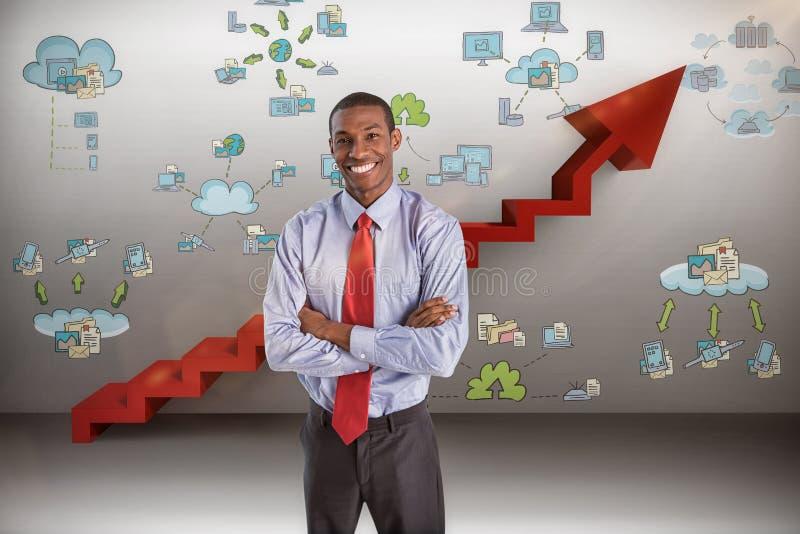 Imagem composta do homem de negócios afro de sorriso elegante que está no escritório imagem de stock