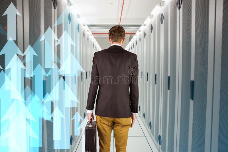 Imagem composta do homem de negócios geeky novo que guarda a pasta imagem de stock