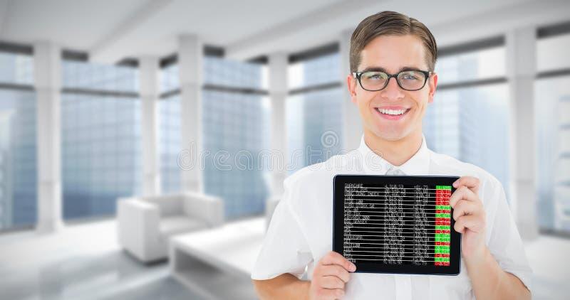 Imagem composta do homem de negócios geeky que mostra seu PC da tabuleta imagem de stock royalty free