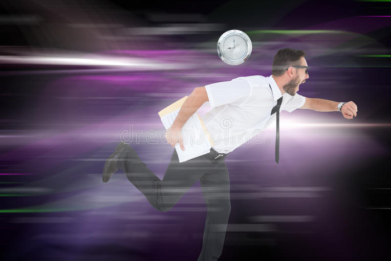 Imagem composta do homem de negócios novo geeky que corre tarde imagens de stock