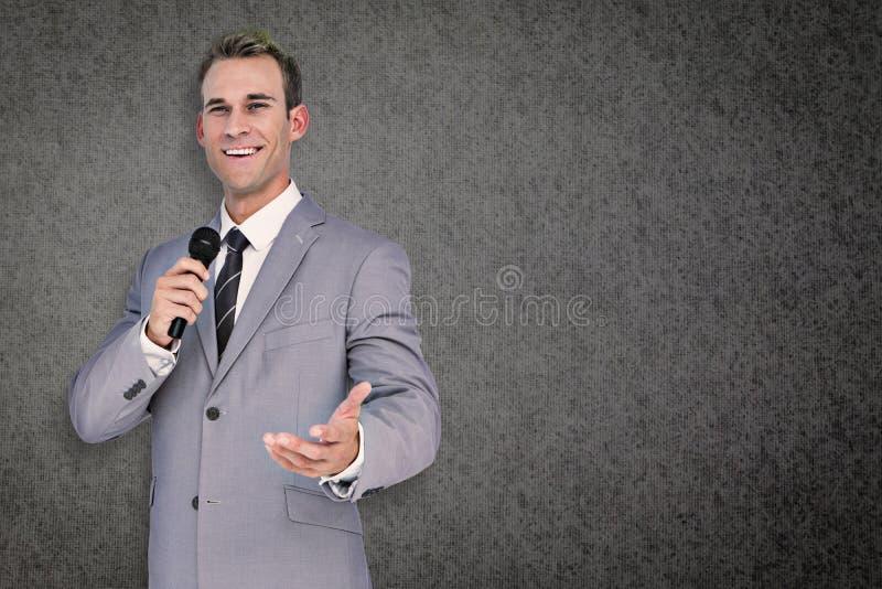 Imagem composta do homem de negócios que dá o discurso foto de stock royalty free