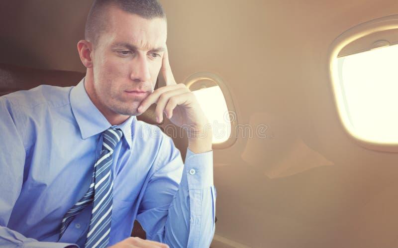 Imagem composta do homem de negócios que usa seu portátil foto de stock