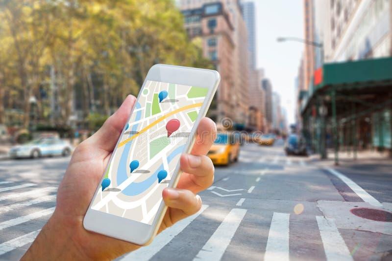 Imagem composta do homem que usa o mapa app no telefone ilustração stock