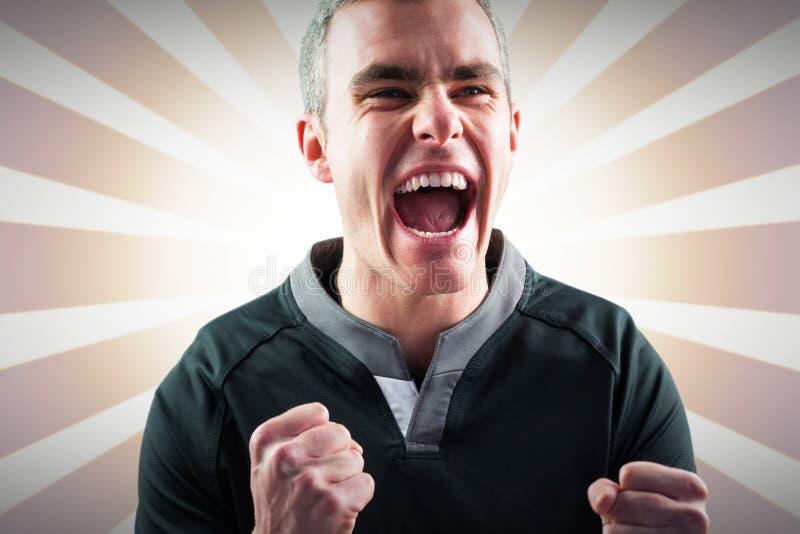 Imagem composta do jogador entusiasmado do rugby que grita para fora fotografia de stock