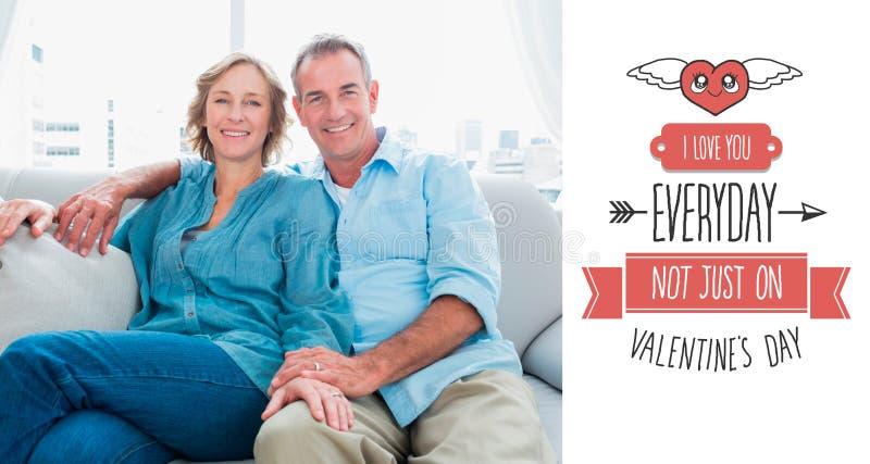 A imagem composta do meio envelheceu os pares que relaxam no sofá ilustração royalty free