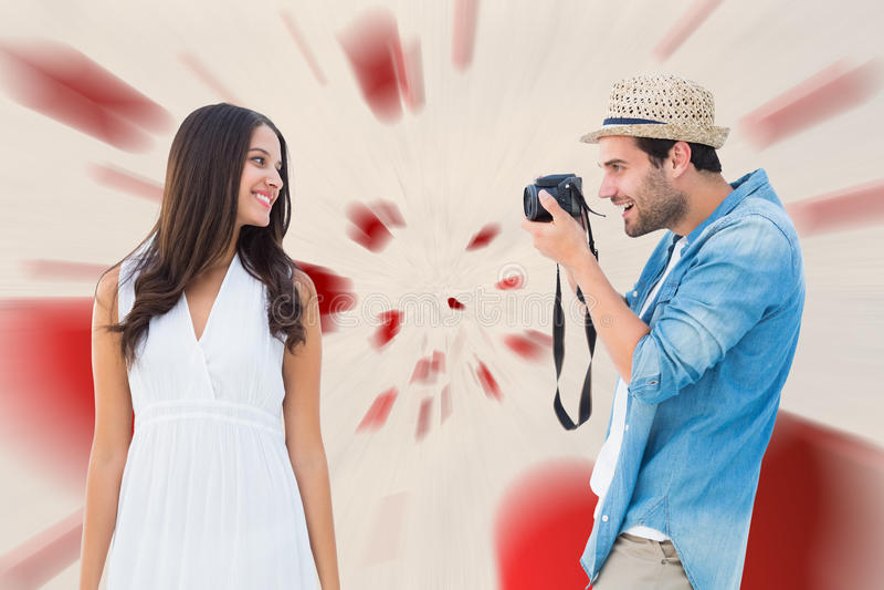 Imagem composta do moderno considerável que toma uma foto da amiga bonita fotos de stock