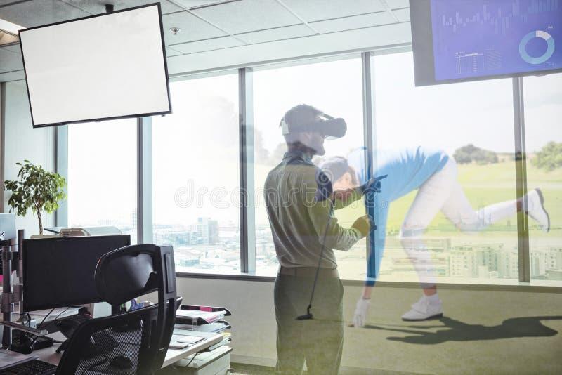 Imagem composta do negócio usando auriculares da realidade virtual pela janela imagem de stock royalty free