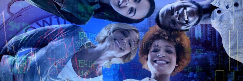 Imagem composta do retrato do baixo ângulo de executivos de sorriso estar fotografia de stock royalty free
