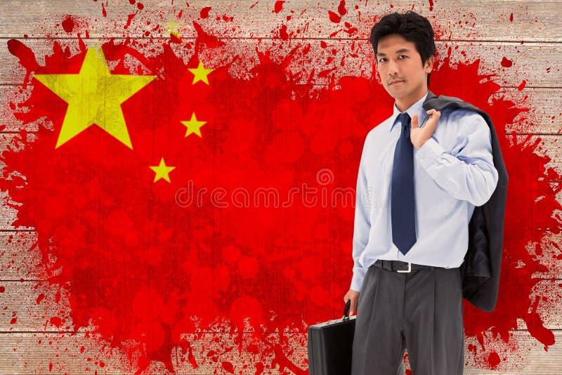Imagem composta do retrato de um homem de negócios que guarda uma pasta e seu revestimento em seu ombro fotografia de stock