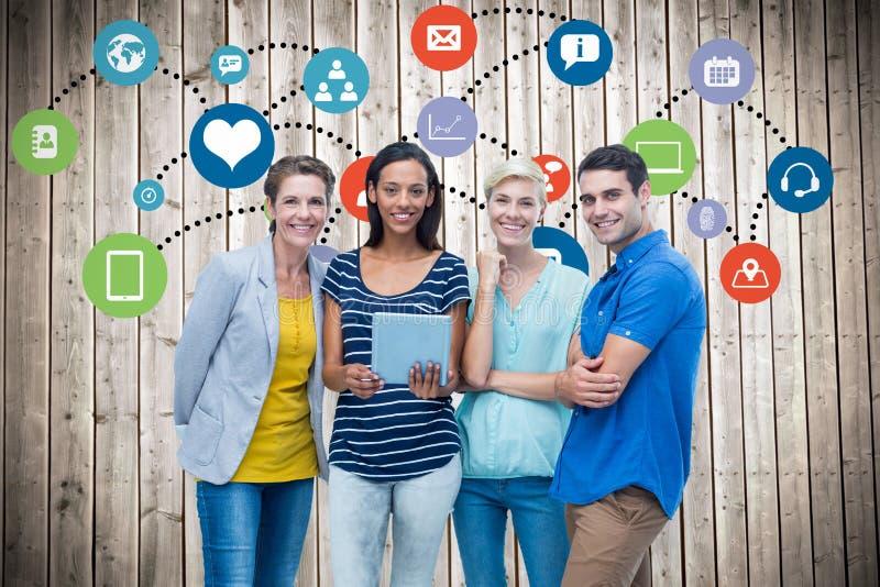 Imagem composta do retrato do grupo dos colegas felizes que usam a tabuleta foto de stock