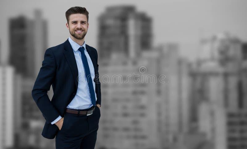 Imagem composta do retrato do homem de negócios que está com mãos em uns bolsos imagens de stock royalty free