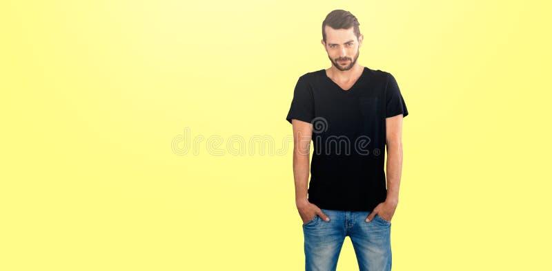 Imagem composta do retrato do modelo considerável com mãos em uns bolsos imagem de stock
