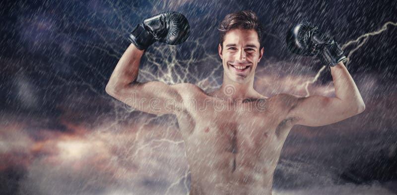 Imagem composta do retrato do pugilista feliz que mostra os músculos fotos de stock royalty free