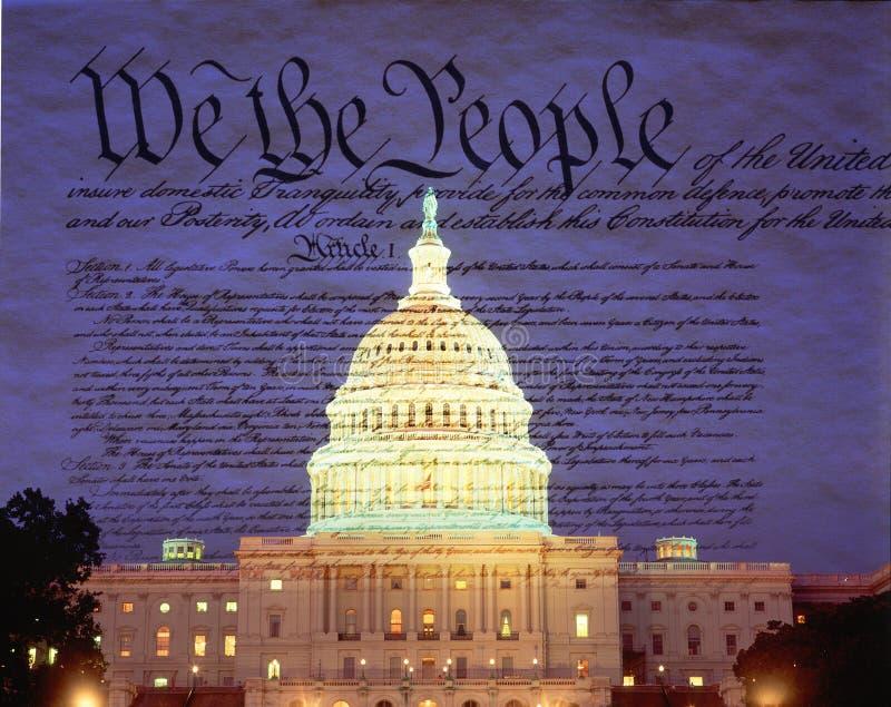 Imagem composta do U S Capitólio e o U S constitution foto de stock