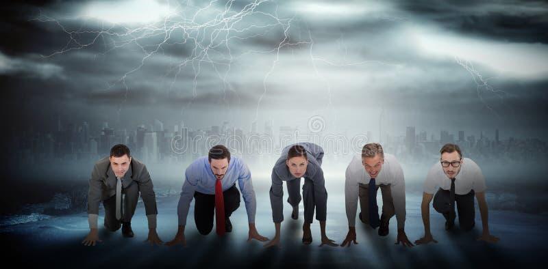 Imagem composta dos executivos prontos para começar a raça imagem de stock royalty free