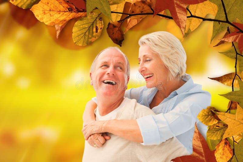 Imagem composta dos pares maduros felizes que sorriem em se imagens de stock royalty free