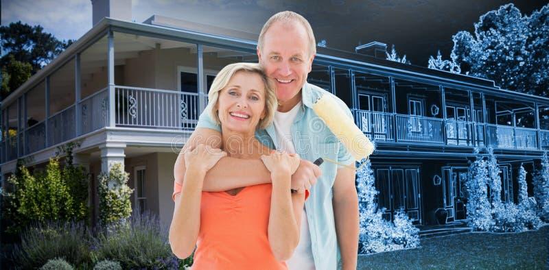 Imagem composta dos pares mais velhos felizes que guardam o rolo de pintura foto de stock