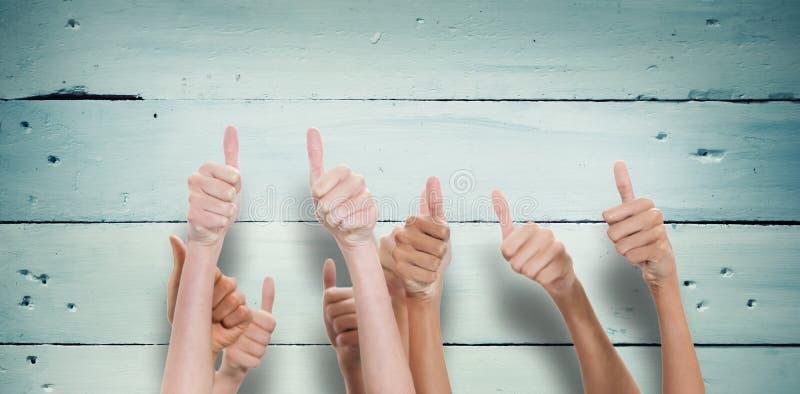 Imagem composta dos polegares aumentados e das mãos acima fotos de stock