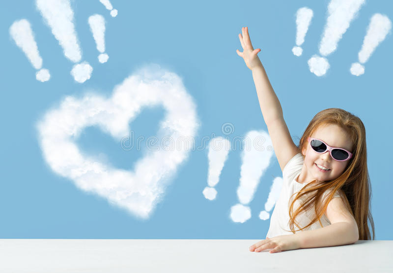 Imagem conceptual de uma menina que indica marcas fotografia de stock royalty free
