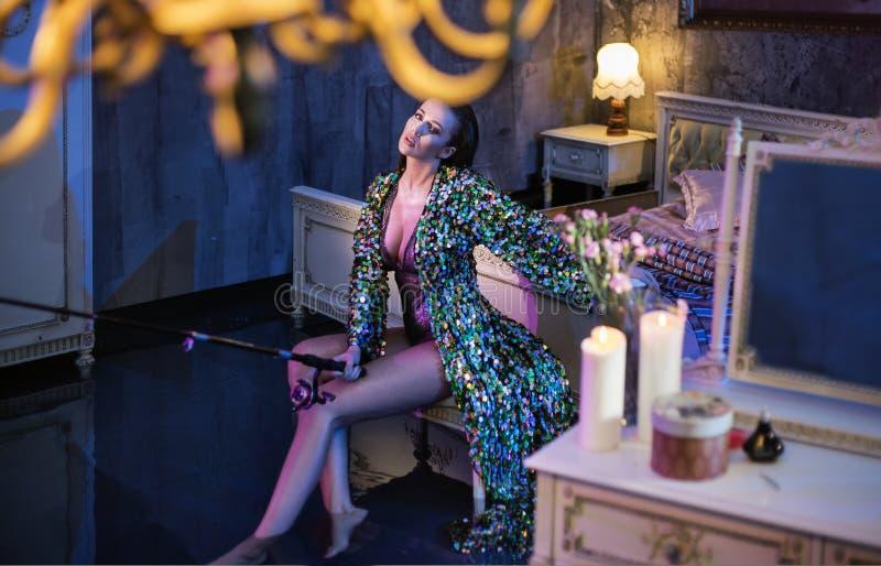 Imagem conceptual de uma mulher sensual que pesca no liv antigo fotografia de stock royalty free