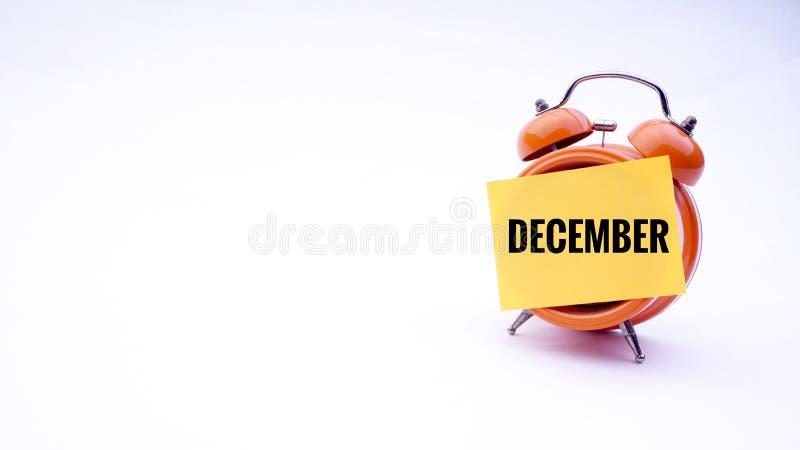 Imagem conceptual do conceito do negócio com palavras dezembro em um pulso de disparo com um fundo branco Foco seletivo foto de stock