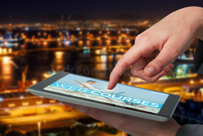 Imagem 3d composta da mão da mulher de negócios usando a tabuleta digital imagem de stock royalty free