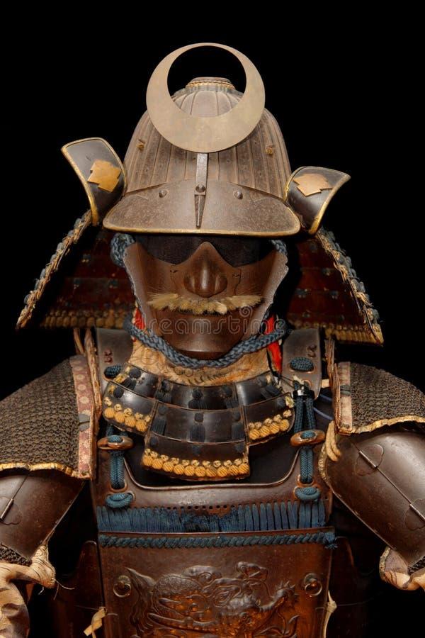 Imagem da armadura do samurai no preto foto de stock