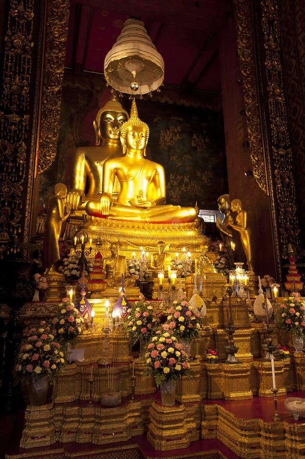 Imagem da Buda do princípio em um templo foto de stock
