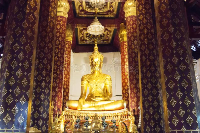 Imagem da Buda do princípio em um templo de Wat Na Phra Meru fotos de stock