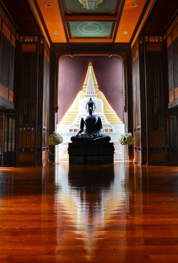 Imagem da Buda em Wat Panyanuntharam Temple, templo budista internacional do nuntharam de Panya, Mahabodhi foto de stock