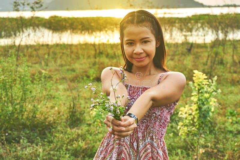 Imagem da mulher bonita asiática foto de stock