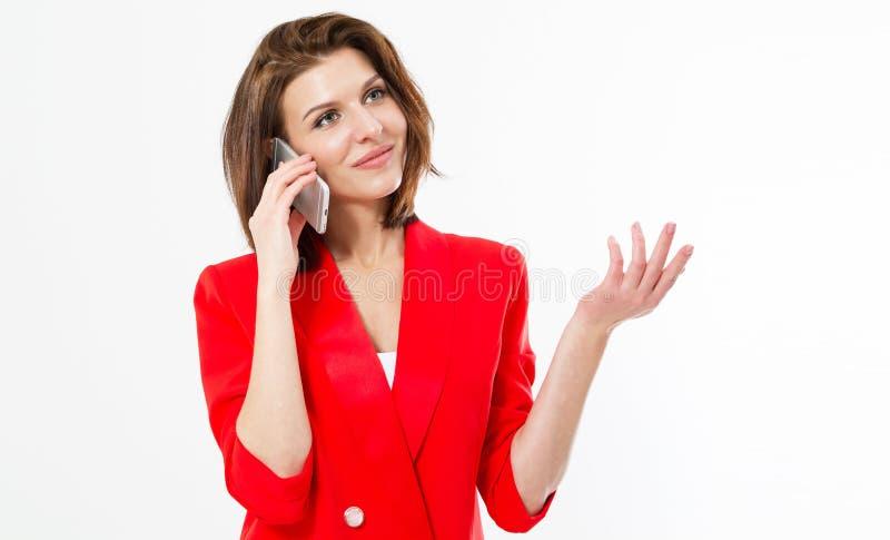 Imagem da mulher de negócio bonita nova feliz no terno clássico do estilo vermelho que levanta o fundo isolado do overwhite que f imagem de stock royalty free