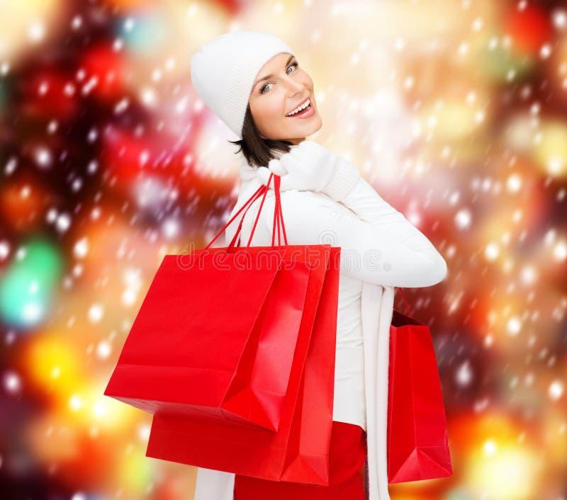 Imagem da mulher feliz com sacos de compras fotografia de stock royalty free