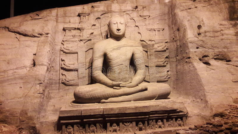 Imagem da noite no galviharaya do polonnaruwa foto de stock